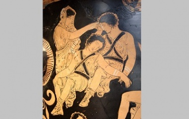 Clytemnestra (Left) in Ancient Greek Pottery